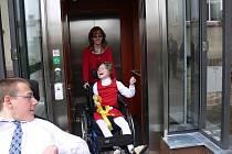 V ZŠ Soudná v Jičíně byl zřízen nový bezbariérový výtah.