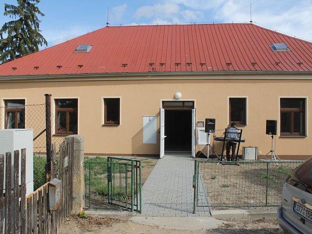 Z otevření nového domova pro seniory v Žitětíně.