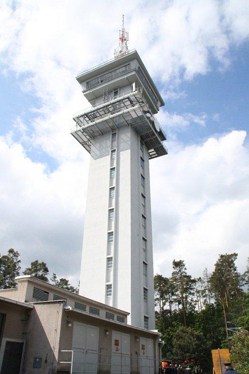 Na věž u Holic museli soutěžící vydupat.
