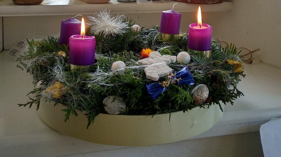 Fotografie krásné vánoční tvorby Štěpánky Čubanové z Jičína Nového Města poslala do redakce její dcera Kateřina Varšányi.