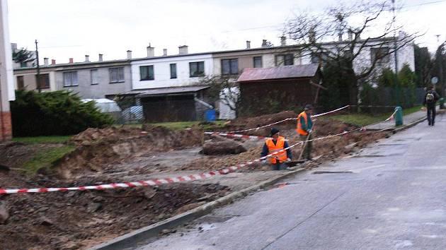 Budování nového parkoviště na Novém Městě.