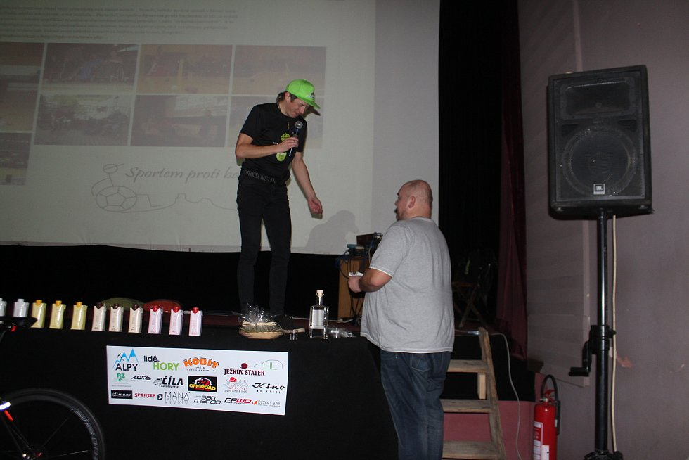 V novopackém kině představil Daniel Polman  své ultramaratonové projekty, mezi nimi i chystanou cestu do Ameriky