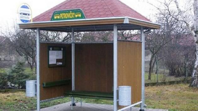 Z loňských dotací byla v mikrpregionu Podchlumí pořízena například autobusová zastávka v Petrovičkách.
