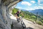 Snímek z loňských závodů novopackého ultracyklisty Daniela Polmana v Dolomitech a Rakousku.