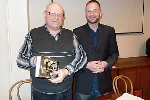 Spisovatel Otomar Dvořák (vlevo) s Josefem Pepsonem Snětivým.