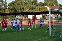 Fotbalisté Nové Paky zatím potvrzují nejvyšší předsezónní ambice. Na snímku situace z domácího utkání týmu s rezervou Kopidlna.