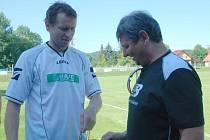 SOBOTNÍ UTKÁNÍ V ŽELEZNICI  začalo malou slavností, když domácí poděkovali trenéru Viktoru Kubíčkovi za bezmála patnáctiletou poctivou práci pro místní  fotbal.
