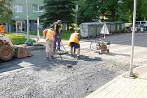Konečná úprava povrchu novopackých ulic.