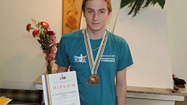 Jan Bína s oceněním ze Speichersdorfu.