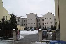 Prostor pro stavbu tělocvičny u 1. ZŠ v Jičíně.