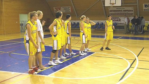 SOKOLKY PO VÍTĚZNÉM pohárovém utkání s celkem Slovanky Pardubice měly z postupu radost.