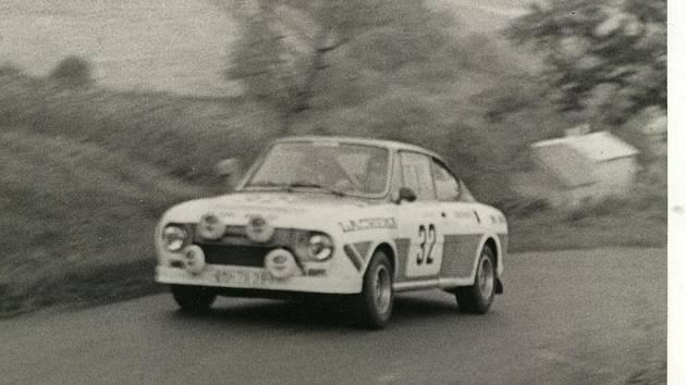 JAROSLAV MAHR na startu rychlostní zkoušky Rallye Škoda 1978.