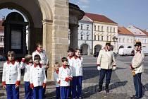 Město Jičín má historickou kadetní setninu.
