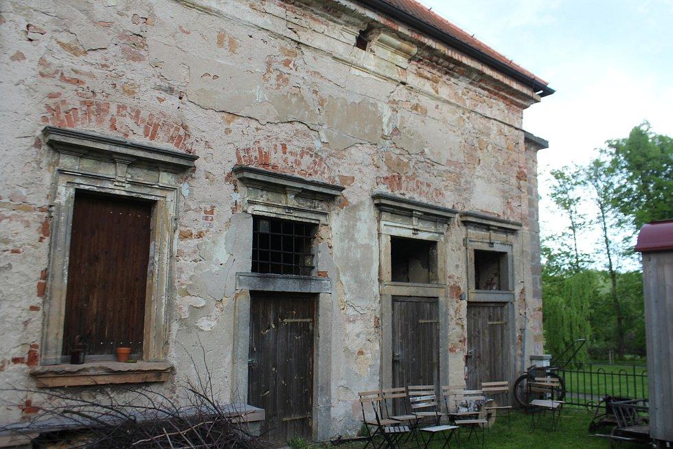 Město schválilo vypracování projektu na rekonstrukci další části Čestného dvora. Bude obnoven i průchod do Libosadu.