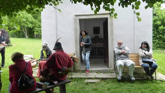 Setkání u kaple sv. Isidora.