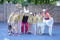SLUNEČNICE  Lázně Bělohrad – Lucka Huťová, Péťa Baliharová, Esterka Čížková, Natálka Hrnčířová, Lucka Hromadová a Anežka Chaloupková.
