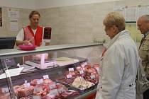 Z nové prodejny masa v Konecchlumského ulici.