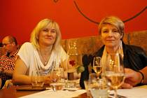 Řízená degustace vín přenesla příchozí z Jičína rovnou do moravského vinného sklípku.