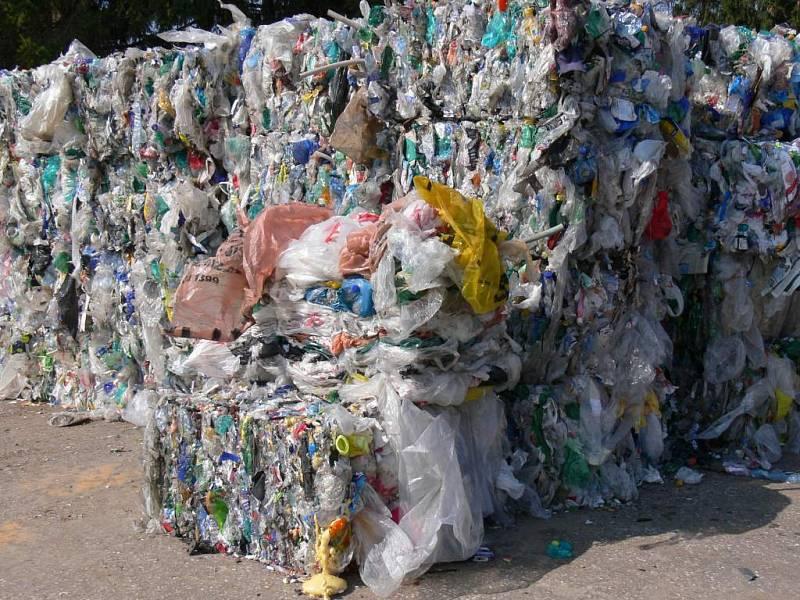 Plastový odpad k dalšímu zpracování.