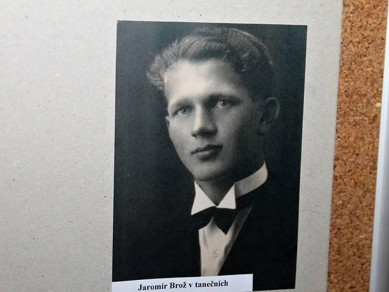Z odhalení pamětní desky Jaromíru Brožovi.
