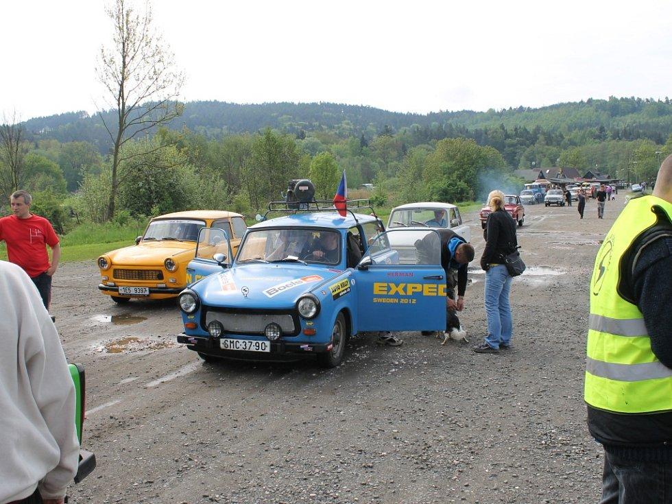 Sraz majitelů aut značky Trabant.