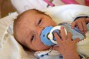 JAROSLAV KULHÁNEK se usmívá na svět od 13. listopadu. Po narození vážil 3,17 kg a měřil 50 cm. Šťastní rodiče Petra Kulhánková a Luboš Szkibik s malým Jarouškem žijí ve Starém Místě.