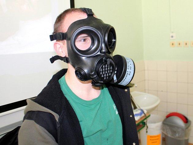 Kurzy POKOS (Příprava občanů k obraně státu) na jičínské průmyslové škole