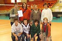 Úspěšný tým hořických volejbalistů, zleva dole Josef Rubeš, Lukáš Rolf, Tomáš Bečvář, Tonda Veber. Nahoře  Jan Vávra, Petr Šádek, Petr Špicar, Jakub Hanzlík.