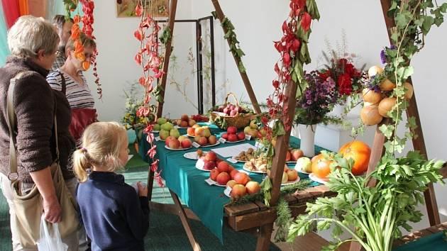 Z bělohradských slavností jablek a cibule.