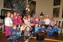 Ze setkání dětí mateřských škol s vévodou Valdštejnem.