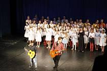 Tematicky sladěné vystoupení žáků tanečního a literárně-dramatického oboru ZUŠ Jičín v Masarykově divadle.