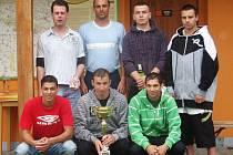 """Vítězné družstvo """"Podhoráku"""". Zleva nahoře J. Lenč, L. Fiala, P. Bryscejn, M. Fiala. Dole zleva J. Topič, J. Hanák a P. Topič."""