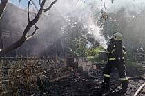 Chata v zahrádkářské kolonii lehla popelem.