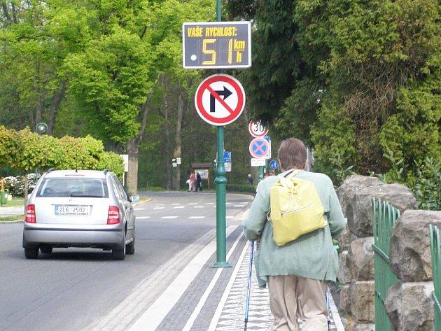 Monitorování rychlosti vozidel před bělohradskými lázněmi.