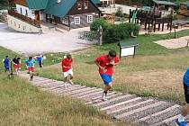 Házenkáři Jičína zachyceni v rámci soustředění v Prkenném Dole u  Žacléře.
