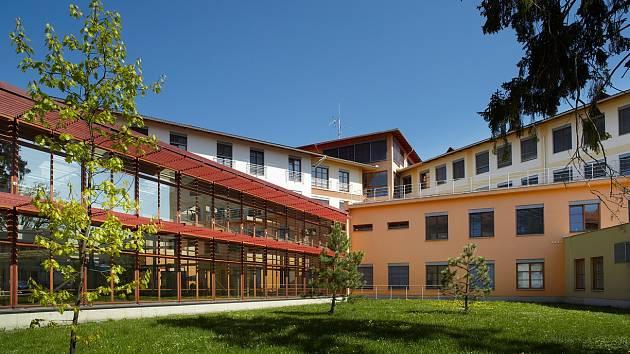 Pavilon operačních oborů Oblastní nemocnice Jičín.