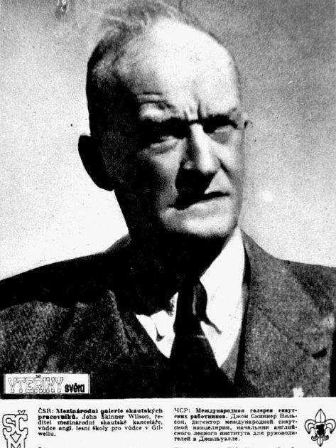 John Skinner Wilson, ředitel mezinárodní skautské kanceláře, vůdce anglické lesní školy pro vůdce v Gillwellu.
