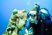 Denisa Lhotová z Hořic v potápěčské soutěži na Bali.