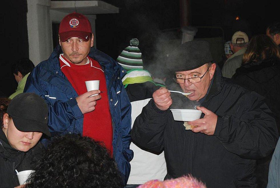 Gulášová polévka všem chutnala.
