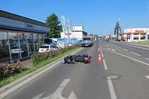 Nehoda v pátek 13. června v Hradecké ulici v Jičíně ve směru na Robousy.