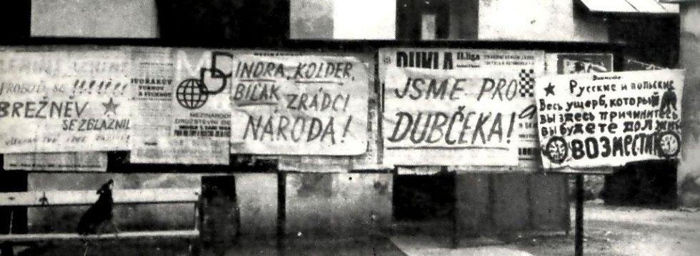 Nápisy z roku 1968 útočící na Brežněvův rozum.