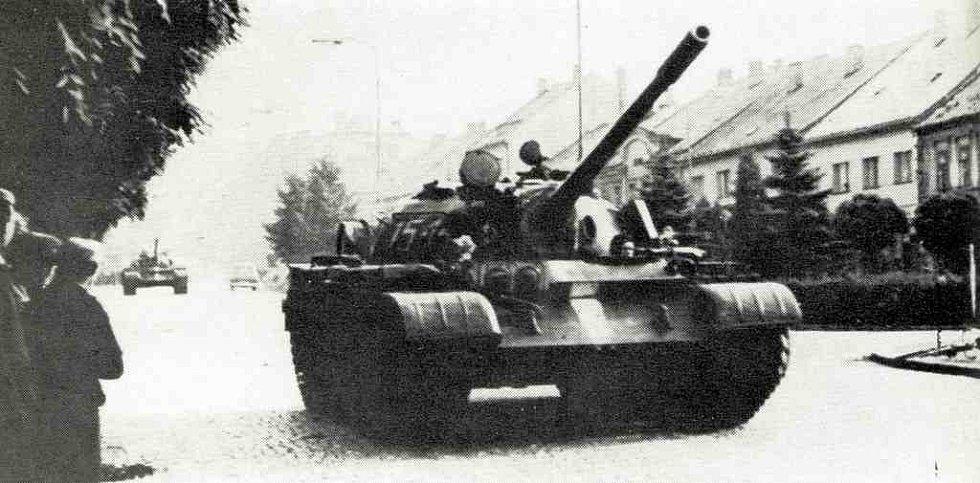 Tanky v roce 1968 na hořickém náměstí.