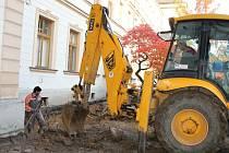 Stavební práce na Lepařově gymnáziu započaly na konci letních prázdnin. Studentské šatny jsou od té doby provizorně umístěny v přízemí budovy.