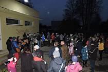 Při rozsvícení stromku v Lukavci se sešla celá vesnice.