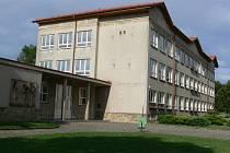 Základní škola Eduarda Štorcha v Ostroměři.