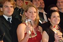MEZI NEJÚSPĚŠNĚJŠÍ v okrese patří  už několik let také  Dana Šafka Brožková, která v minulých dnech převzala významné ocenění Nejlepší orientační běžkyně České republiky.