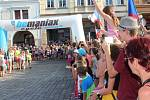 Daniela Polmana, který dokončil extrémní cyklistický závod napříč Amerikou, vítala Nová Paka. Amatérský cyklista se davu poklonil a poděkoval za přízeň fanoušků, která ho hnala do cíle nejtěžšího a nejdelšího závodu světa.