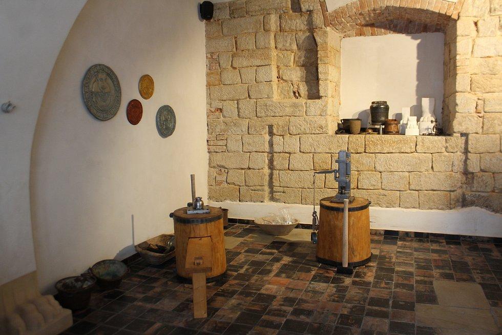 V pondělí se v Jičíně otevře veřejnosti soukromé muzeum vévody Albrechta z Valdštejna. Marta Řezníčková pracuje na dokončení maleb, které představí nejdůležitější etapy Valdštejnova života.