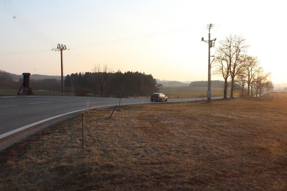 Obchvat Nové Paky začne nad bývalým lomem Rumchalpa, protne část Kumburského Újezdu, bude částečně kopírovat silnic I/16, pak se odkloní směrem k obci Studénka, u Heřmanic protne silnici III/284 ve směru na Lázně Bělohrad. Pokračuje přemostěním nad rybník