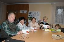 Každý člen Klubu seniorů Butoves obdržel od předsedy Zdeňka Jiránka pozvánku na Česko zpívá koledy. Zazpívají si v restauraci Butovanka. Začínáme ve středu 10. prosince od 18 hodin.